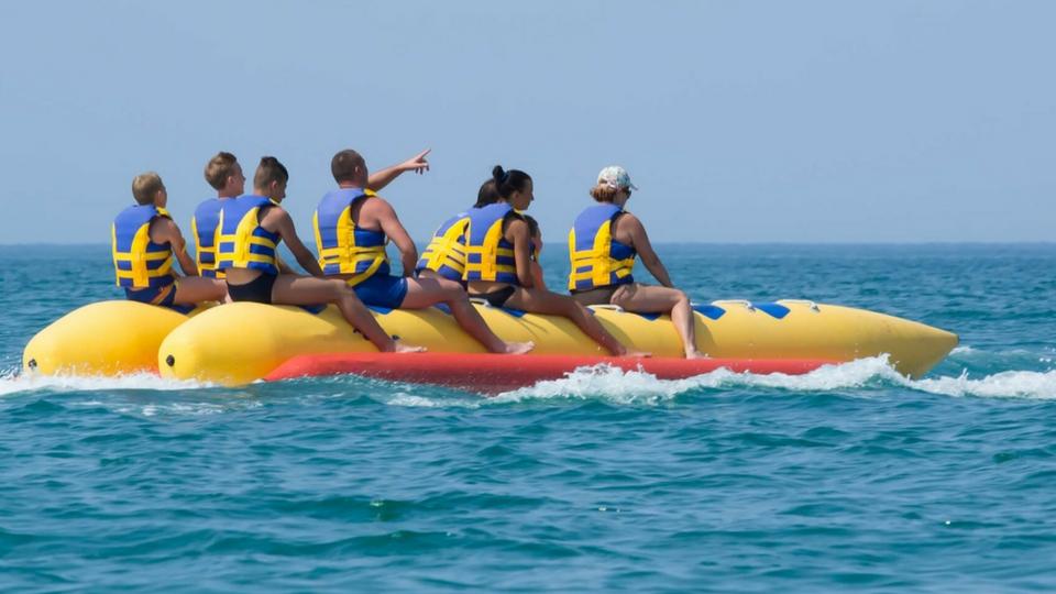 Diversión aseguradas en Puerto del Carmen en la actividad de banana boat