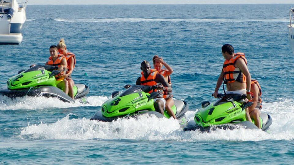 Diversión en Lanzarote; Safaris motos náuticas