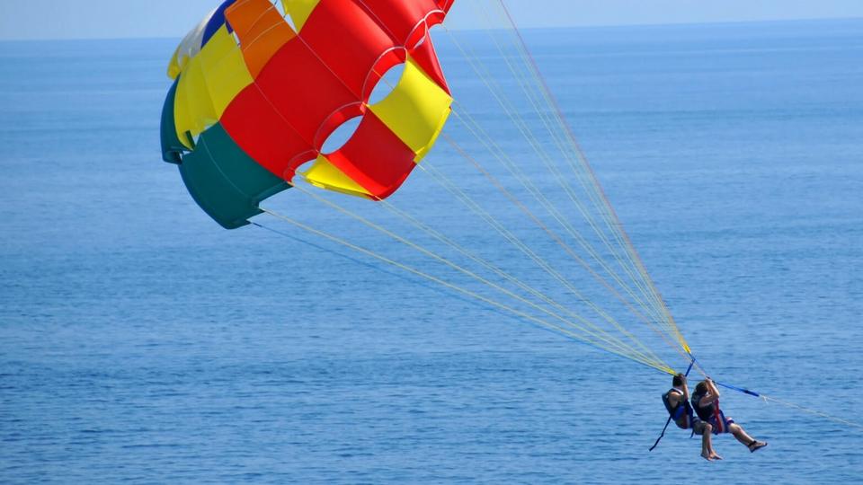 Diversión y actividades en Lanzarote, Parascending