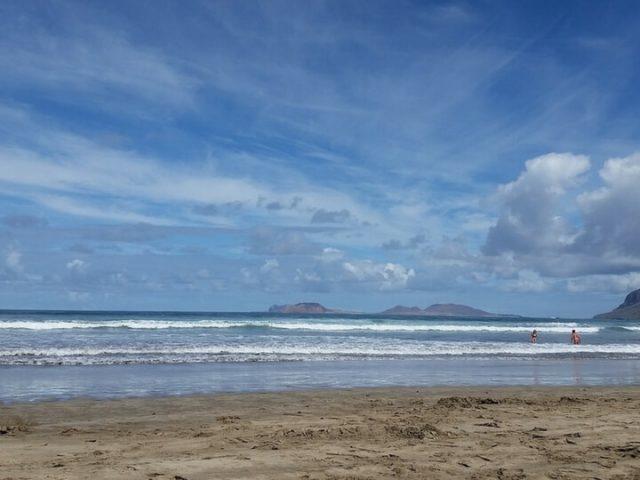 En Lanzarote una de las mejores playas, Famara