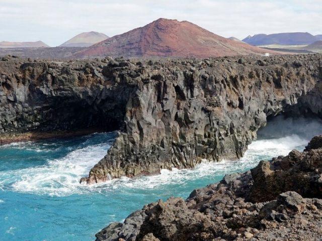 Los hervideros en Lanzarote, carretera hacia El Golfo