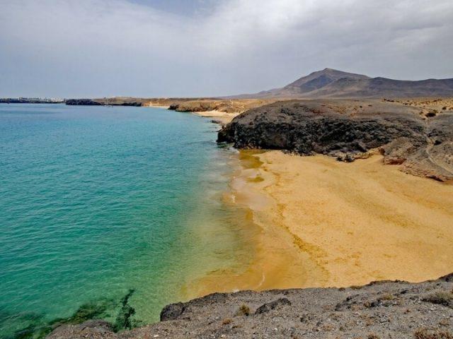 Playas Papagayo - Playa del pozo, al fina de todas las playas en Playa Blanca . Zona sur