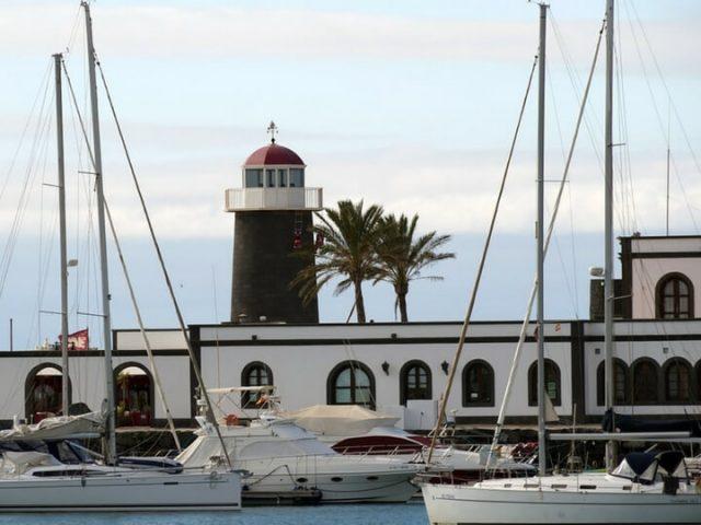 Puerto de la Marina Rubicón en Playa Blanca Lanzarote