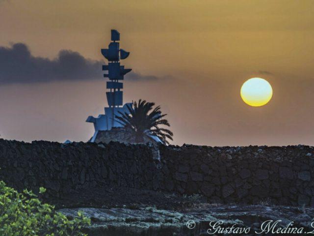 Salida del sol Monumento al campesino